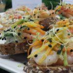 THE CATERING Zürich | Crostini mit Riesengarnele und süsser Chilisauce